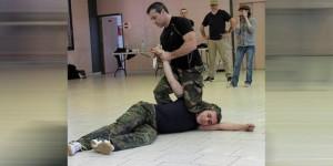 desarmer-un-adversaire-sans-le-blesser-grace-a-une-methode_1273245_667x333